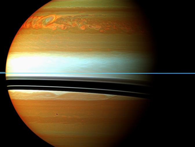 Оранжево-червените и зелени облаци в Северното полукълбо на Сатурн показват края на масивната буря, регистрирана през 2010 г. Дори след избледняването им инфрачервените измервания продължили да откриват мащабни ефекти в стратосферата на Сатурн. © NASA/JPL-Caltech/Space Science Institute