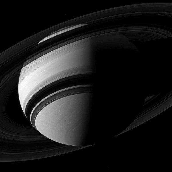 Сатурн, Мимас и Янус