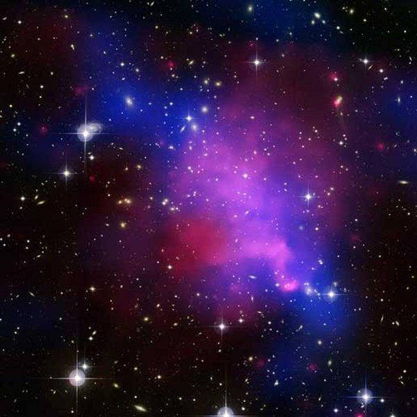 © X-ray: NASA/CXC/UVic./A. Mahdavi et al. Optical/lensing: CFHT/UVic./H. Hoekstra et al