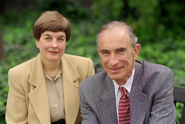 Ан и Пол Ерлих смятат, че учените трябва да престанат да се ограничават с публикации в специализираната преса и да излязат в големия свят.
