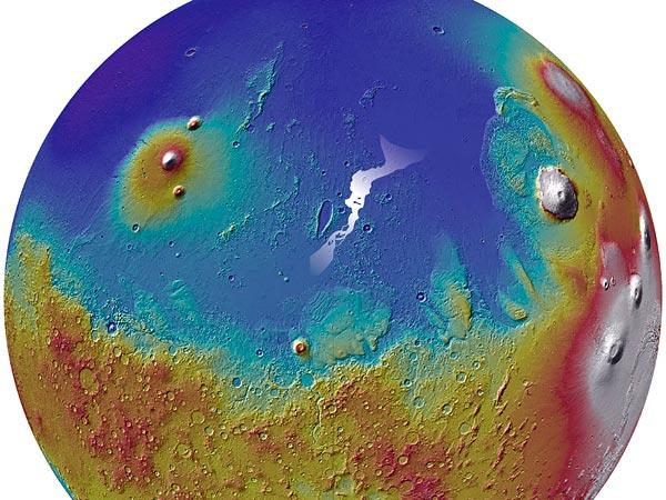 Системата канали Marte Vallis е посочена тук с бял цвят.© SI/MOLA Team/NASA.)