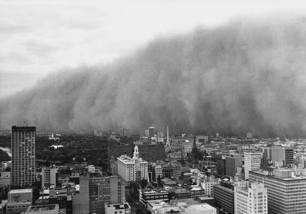 Прахова буря, предизвикана от свързана с Ел Ниньо суша, връхлетяла Мелбърн на 8 февруари 1983 г.© Australia Bureau of Meteorology / Trevor Farrar