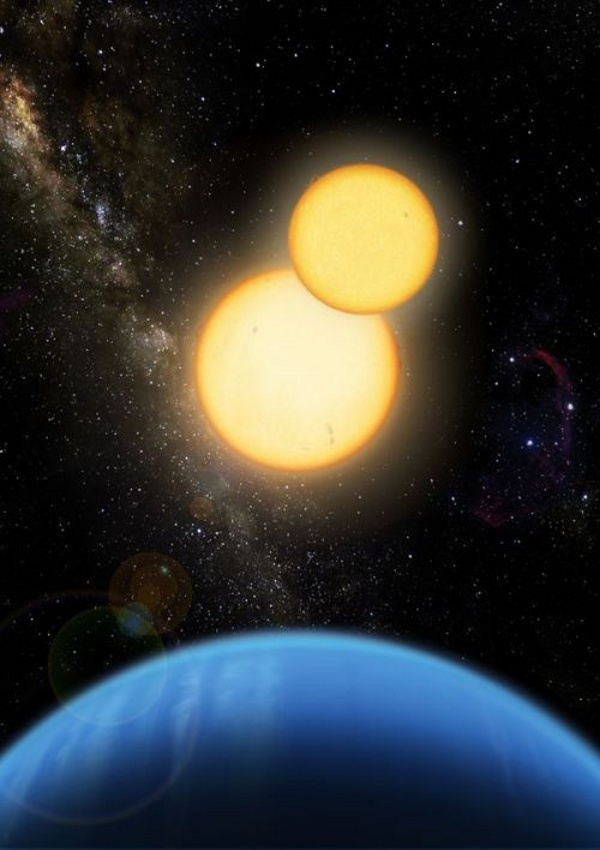 Кеплер-35 – планета с размерите на Сатурн, се върти около двойка звезди от типа на Слънцето. Именно такива системи може да имат най-високи шансове за наличие на обитаеми луни (кликнете върху снимката, за видите цялото изображение).© Lior Taylor
