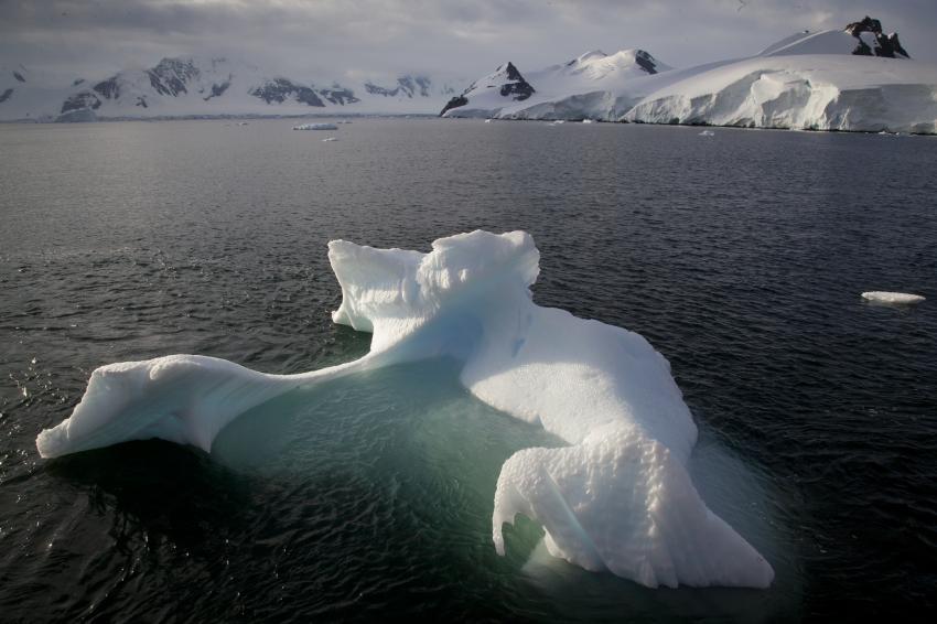Айсбергите показват само една десета от обема си над повърхността на океана. 90 на сто от масата му са скрити под водата. © Frank Rödel, Alfred-Wegener-Institut