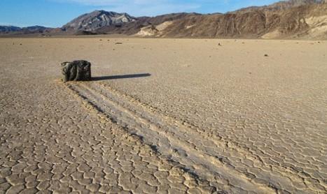 Разгадаха мистерията на пълзящите камъни в Долината на смъртта
