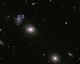 Защо Вселената има аномално ниска яркост?
