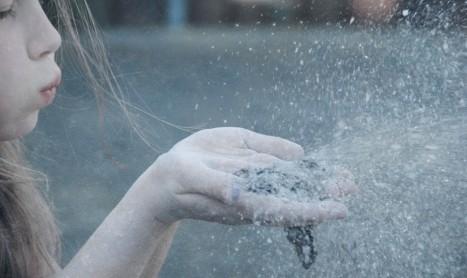 Прахът, който ни затрупва, и прахът, който ражда звезди