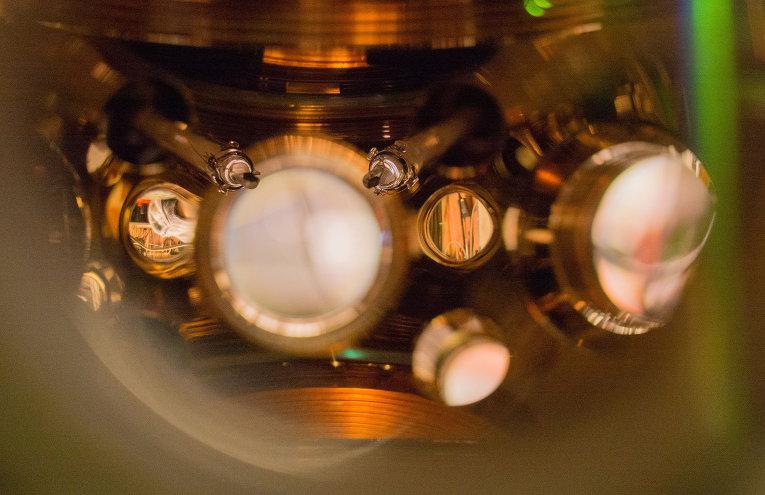 атомен часовник