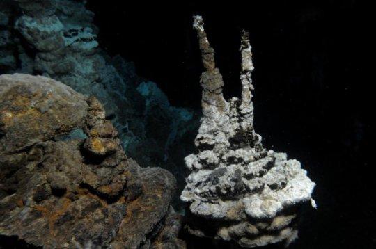 Изображение на хидротермална цепнатина. Системата от цепнатини е открита от изследователи от университета Берген(Норвегия). ©Centre for Geobiology (University of Bergen, Norway) by R.B. Pedersen