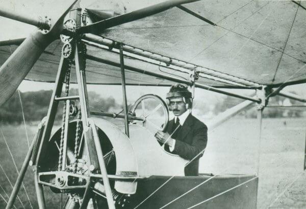 Аурел Влайку със самолета  A Vlaicu II. Wikimedia Commons