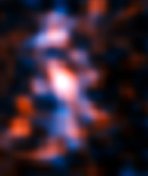 Линзираната галактика. © ALMA (NRAO/ESO/NAOJ)/Mark Swinbank (Durham University)