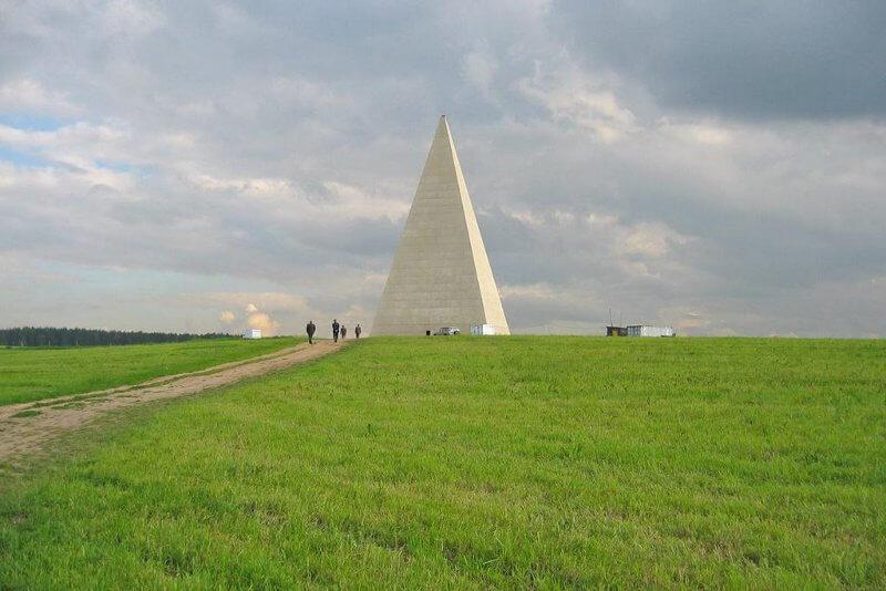 Пирамида на Александър Голод.© Kolya&Masha