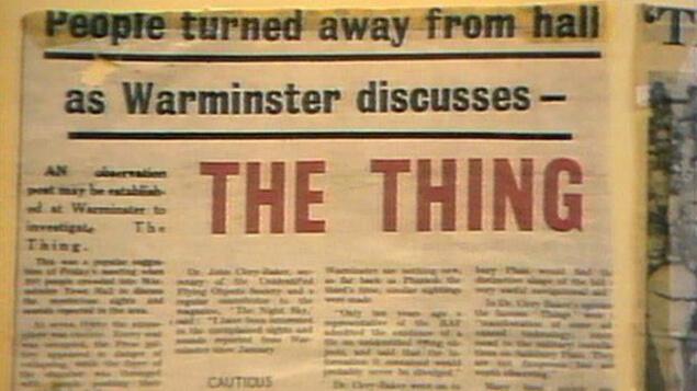 """Обявата за общото събрание, на което обсъждали долетялото НЛО, носи заглавието """"Нещото""""."""
