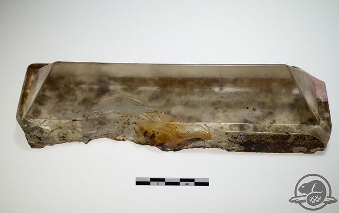 """Артефакти от """"Еребус"""" демонстрират изобретателността на моряците от XIX век. Тази стъклена призма е служила като илюминатор, през който светлината от горната палуба е попадала в слабо осветената долна палуба."""