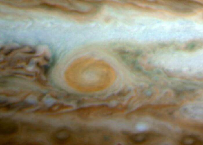 Малкото червено петно Юпитер