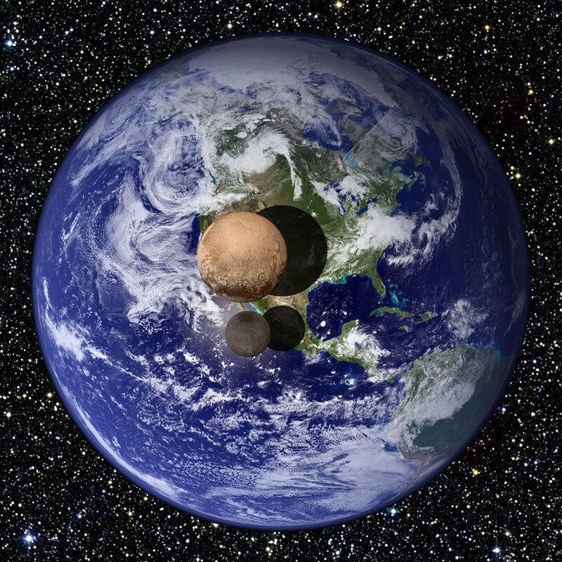 Плутон и Харон, сравнени със Земята. © NASA