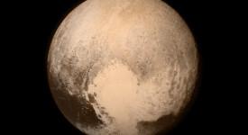 """Композитна снимка на Плутон, съставена от четири изображения, направени от сондата """"Нови хоризонти"""". © NASA/APL/SwRI"""