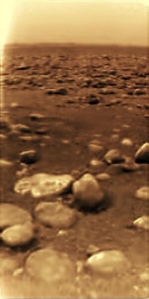 Титан изглежда безжизнен, но мирен свят. Всъщност човек не би издържал там и няколко секунди.  © NASA/JPL/ESA/University of Arizona