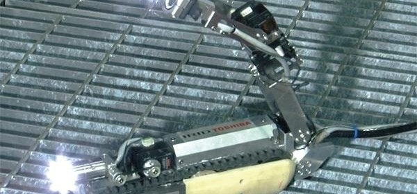 Роботът-скорпион има две камери. ©Toshiba