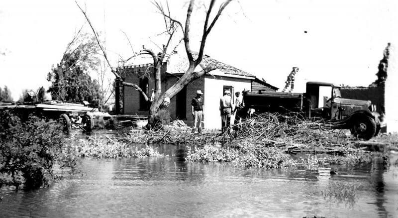 Водите на езерото Мийд започват да заливат Сейнт Томас през 1937–1938 г.  © NPS/Courtesy