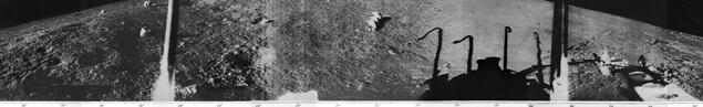 """Архивна съветска снимка – част от панорамата, направена от """"Луна-13"""". Такива панорами са няколко и артефактите се виждат на всички тях."""