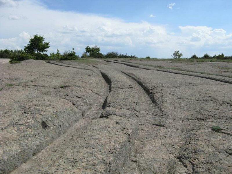древни следи от автомобили