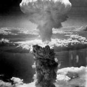 Атомната гъба над Нагасаки, заснета от борда на един от самолетите Б-29, използвани при нападението. © Charles Levy