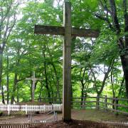 Гробът на Исус на преден план и гробът на ухото на брат му на заден. © The Roving Ronin Report