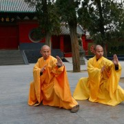Полет над водата: монах пробяга 125 метра по вода (ВИДЕО)