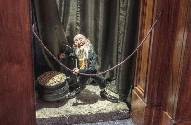 Леприкон в музея на восъчните фигури в Ирландия. Wikimedia Commons