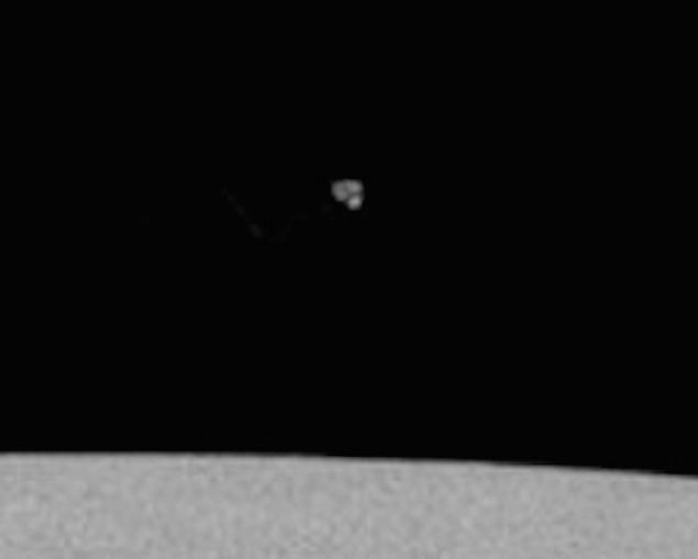 Малко по-голямо НЛО – виждат се някакви топки.