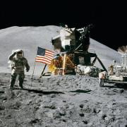 закони на Луната