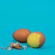 яйце с жълтъка навън