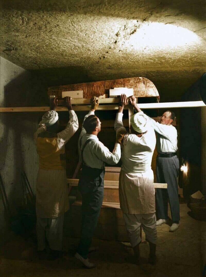 саркофаг в гробницата на Тутанкамон