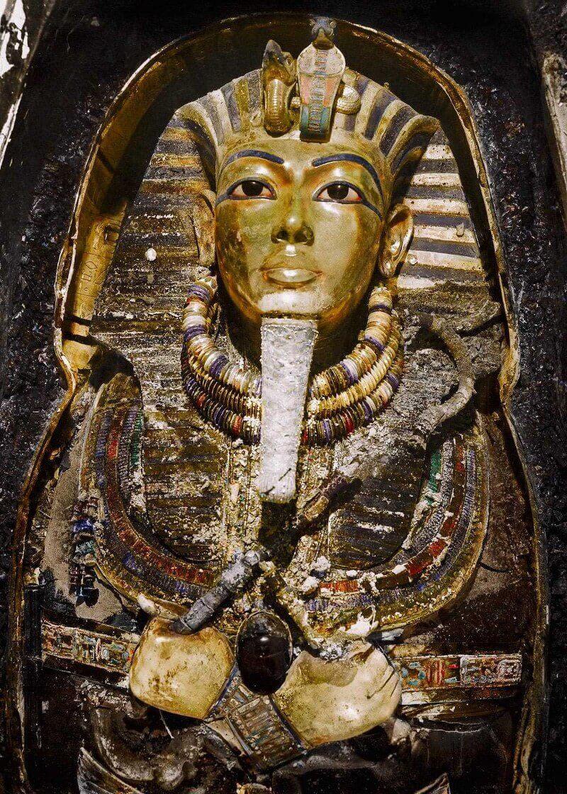 Ноември 1925 г. Погребалната маска на Тутанкамон