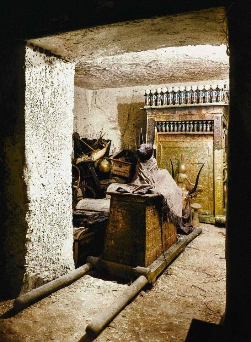 Анубис в гробницата на Тутанкамон