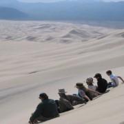 Изследователите се спускат, за да предизвикат пясъчна лавина в Еурека, Долината на смъртта. Nathalie Vriend