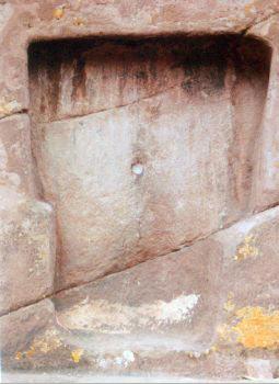Малката кръгла кухина в центъра. Ancient Wisodm