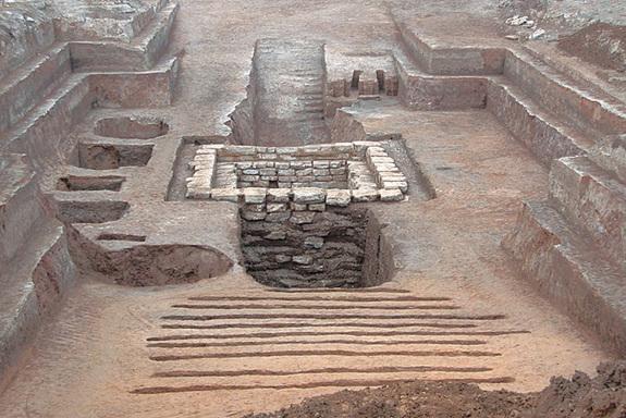 Панорамен изглед на гробницата. Chinese Cultural Relics