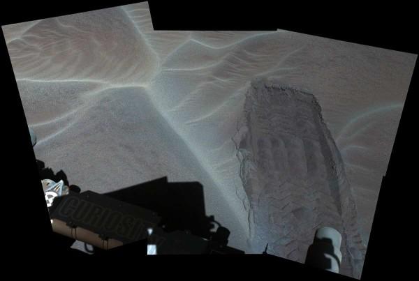 Следи от колелата на Кюриосити. NASA/JPL-Caltech/MSSS