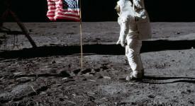 Нийл Армстронг, кацане на Луната
