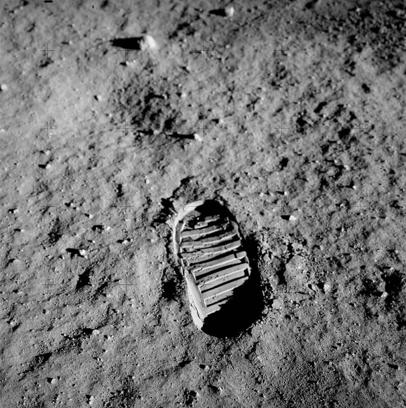 стъпката на Армстронг на Луната