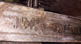 Йероглифите на задната страна на статуята. Egyptian Ministry of Antiquities