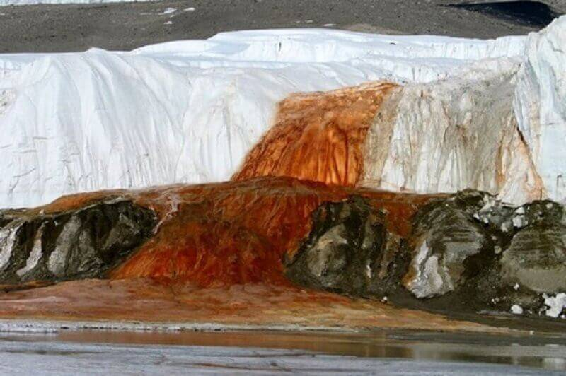 кървавият водопад, Антарктида