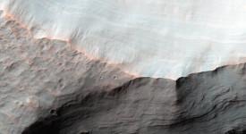 Алувиалната структура в кратера Сахеки на Марс. © NASA/JPL-Caltech/Univ. of Arizona