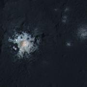 Центърът на кратера Окатор. (NASA/JPL-Caltech/UCLA/MPS/DLR/IDA/PSI)