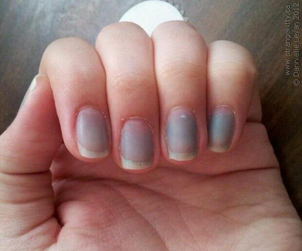 сини нокти