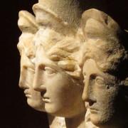Статуя на Хеката – триединната богиня на отвъдното. Снимка: Археологически музей на Анталия