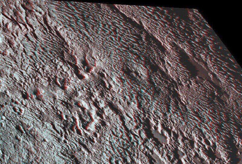"""3D изображение на """"мечовете"""" на Плутон. За разглеждането му са необходими 3D очила. © NASA/ Southwest Research Institute"""
