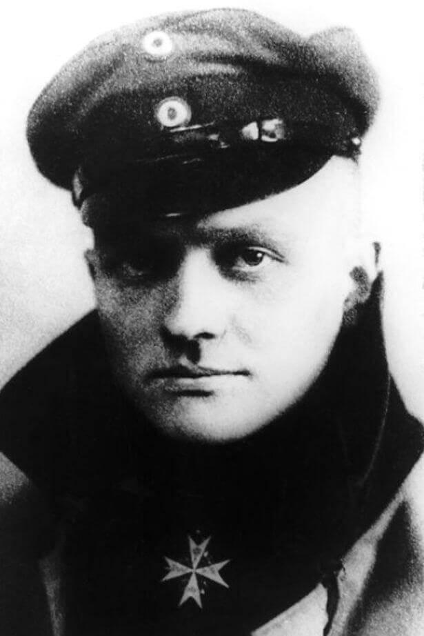 """Манфред фон Рихтхофен според слуховете свалил """"летяща чиния"""" при патрулиране на небето над Белгия."""